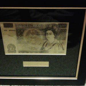56db1c250d185-antik-50-angol-font-arany-bankjegy-szettketoldalt-lathato
