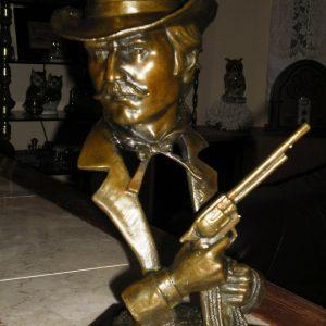 bronz-sheriff-szobormarvany-talpritka-kuriozum