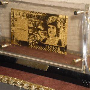 omani-szultansag-24kt-99999-arany-rial-bankjegy-luxus-disz